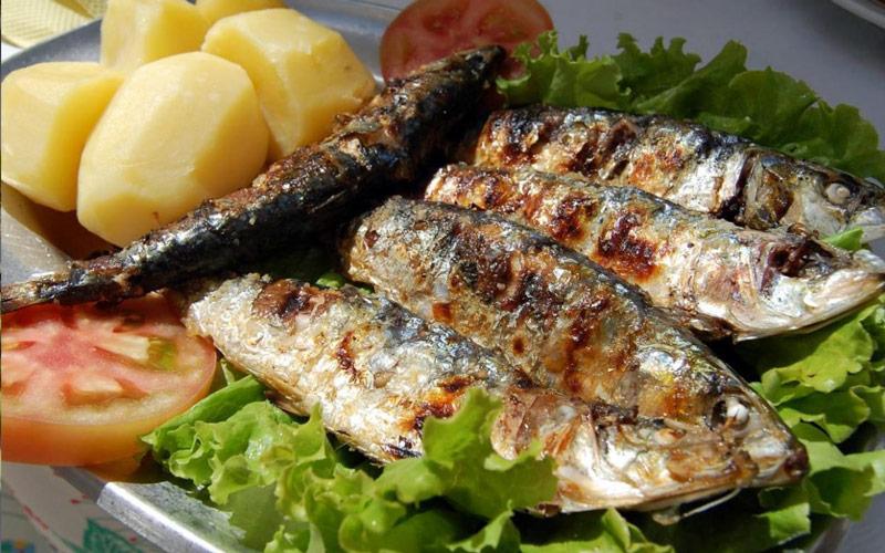 ساردین کبابی (sardinhas)