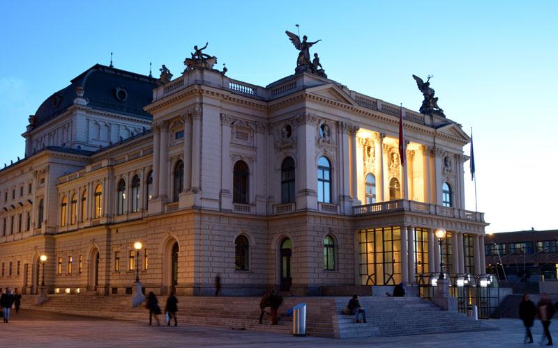 خانه اپرای زوریخ (Zürich Opera House)