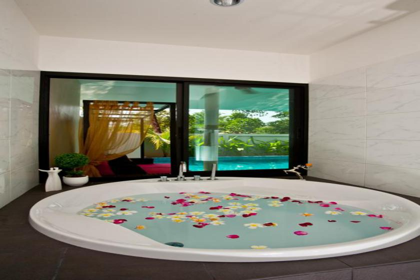 هتل Thai Thani Pool Villa Resort