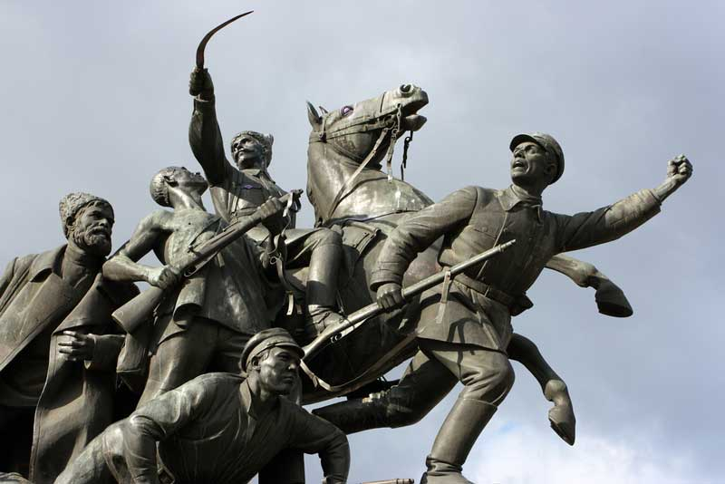 تندیس شاپف (Chapaev Monument)