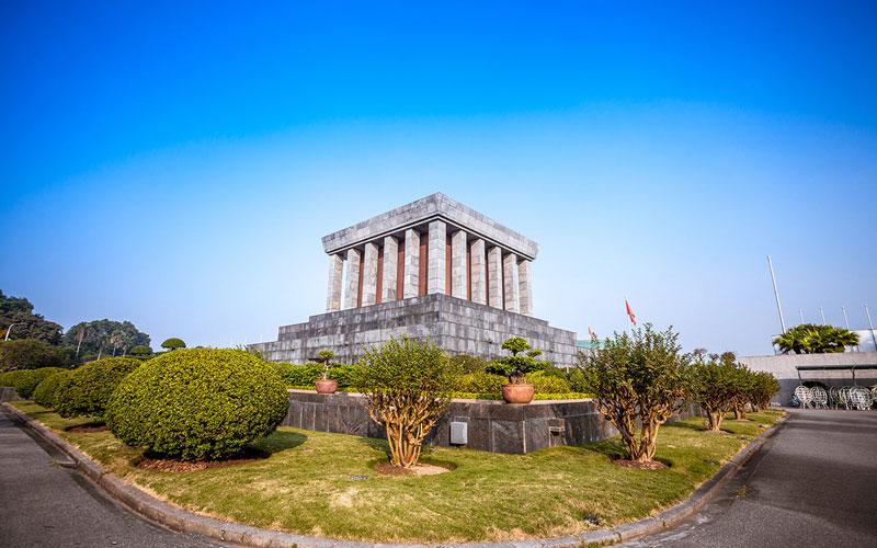 مقبره هو چی مین (Ho Chi Minh Mausoleum)