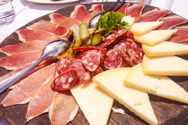 پنیر پگ و ژامبون مخصوص کرواسی
