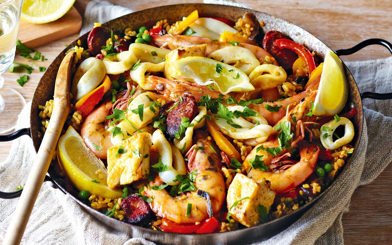 غذای دریایی پائِلا (Seafood paella) – اسپانیا