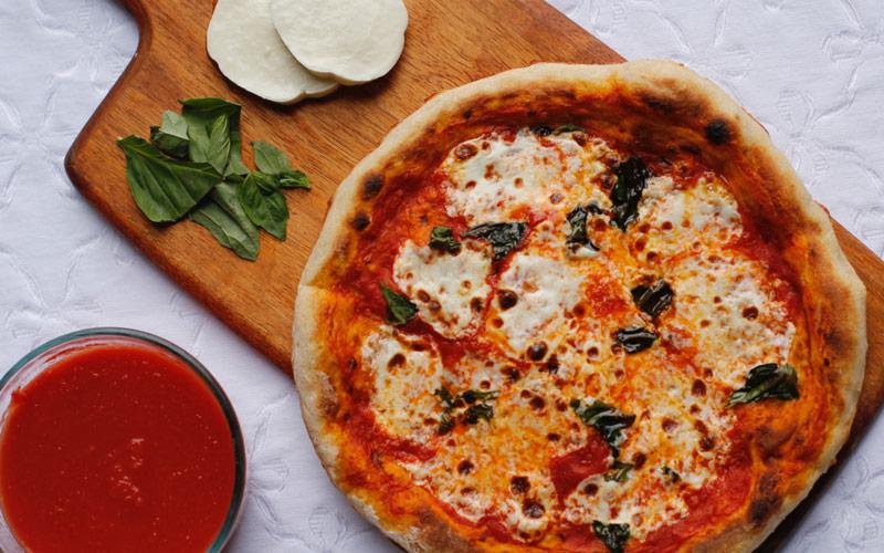 پیتزای Neapolitan – ایتالیا