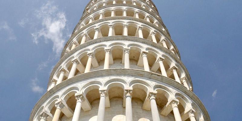 برج کج پیزا