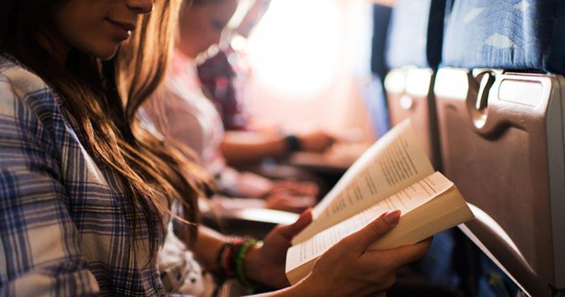 کتب خواندن حین پرواز