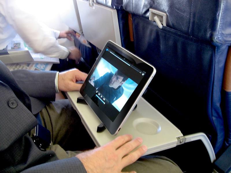 بازی یا تماشای فیلم در هواپیما